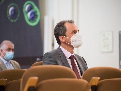 El ministro de Ciencia, Pedro Duque, en el Instituto de Salud Carlos III (Madrid) el lunes.