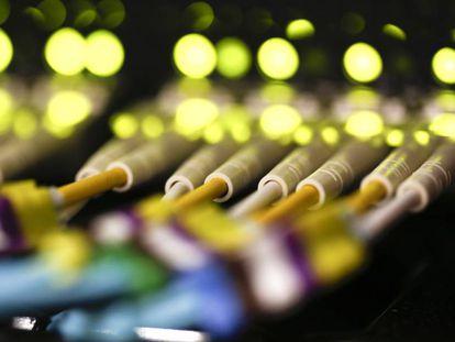 Conexiones de fibra óptica.