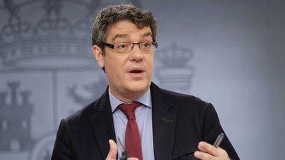 El ministro de Energia, Turismo y Agenda Digital, Alvaro Nadal, durante la rueda de prensa posterior al Consejo de Gobierno, hoy en el Palacio de La Moncloa.
