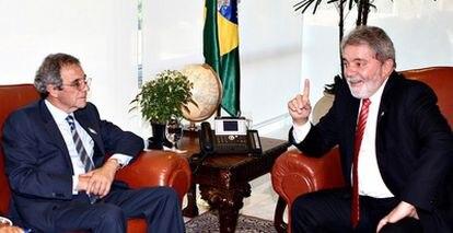 El presidente de Telefónica, César Alierta, con Luiz Inácio Lula da Silva cuando todavía era presidente de Brasil en agosto en 2010.