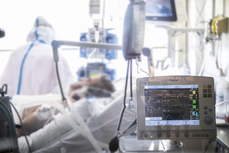 Paciente ingresado en la UCI del Gregorio Marañón, de Madrid, durante la crisis del coronavirus.