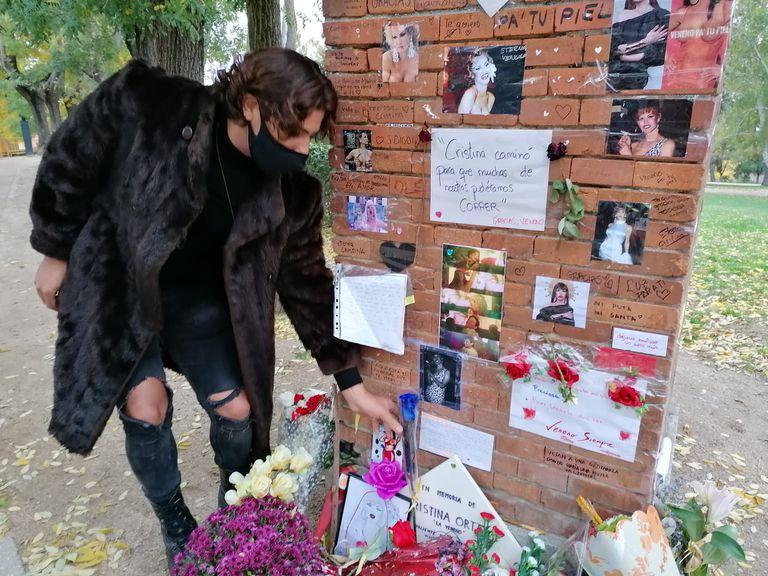 Uno de los asistentes al homenaje a La Veneno el pasado 8 de noviembre por el cuarto aniversario de su muerte