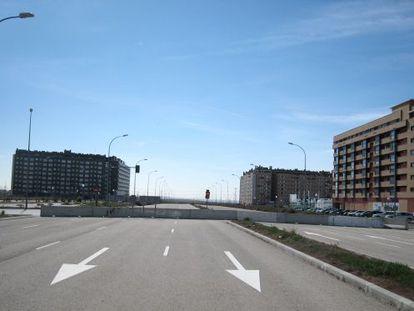Avenida en el extremo sur del PAU Ensanche de Vallecas.
