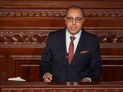 Hichem Mechichi, nuevo primer ministro de Túnez, durante su intervención este martes en el Parlamento.