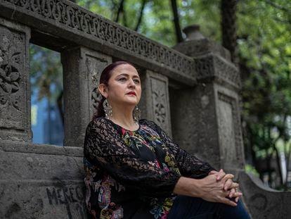 Susana Prieto posa para una fotografía en Paseo de la Reforma en Ciudad de México.