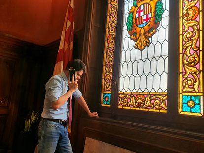 El alcalde de Igualada, Marc Castells, habla con su homólogo de Bérgamo (Italia).