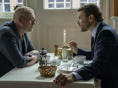 Søren Malling y Pilou Asbæk, en 'The Investigation'.