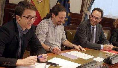Iñigo Errejon, Pablo Iglesias y Antonio Hernando, durante la reunión.