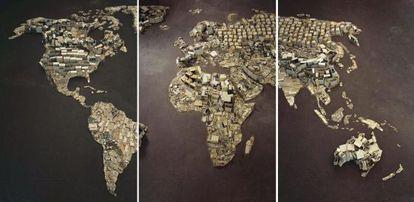 Detalle de 'Mapamundi', obra realizada por Vik Muniz a partir de residuos tecnológicos.
