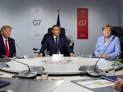 Donald Trum, Emmanuel Macron y Angela Merkel, durante una reunión del G7.
