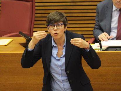 La diputada Pilar Lima en la tribuna de las Cortes Valencianas.