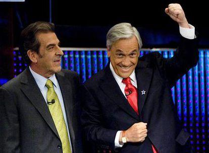 El candidato opositor a la presidencia chilena, Sebastián Piñera (izquierda) y el oficialista Eduardo Frei, antes de un debate televisivo celebrado el lunes.