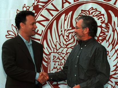 Dos de las estrellas que han pasado por el Lido, Tom Hanks y Steven Spielberg, en una imagen de 1998.