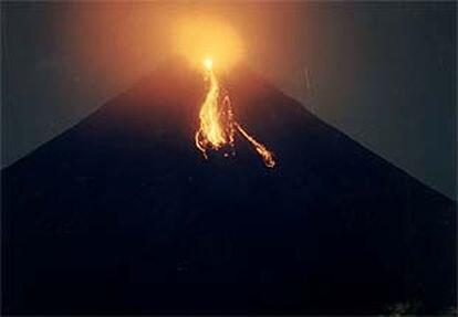 Una erupción del volcán Mayón, en Filipinas.