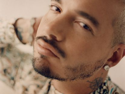 J Balvin posa en exclusiva para ICON España. El artista latino viste Dior Men.