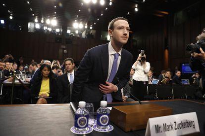 """Mark Zuckerberg, fundador de Facebook, declara ante el Senado """"es mi error y lo siento"""", afirma en su declaración por la fuga de datos del caso Cambridge Analytica, el 10 de abril de 2018."""