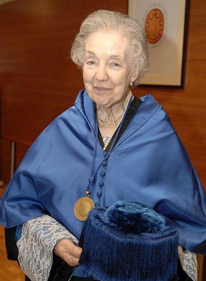 La doctora Maria Assumpció Català durante la investidura de Margaret Geller como doctora <i>honoris causa</i> en la Universitat Rovira i Virgili de Tarragona el pasado 17 de junio.