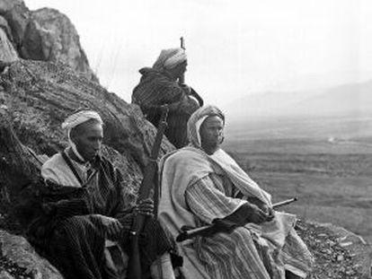 Miembros de una harka rifeña en Marruecos, en 1920.