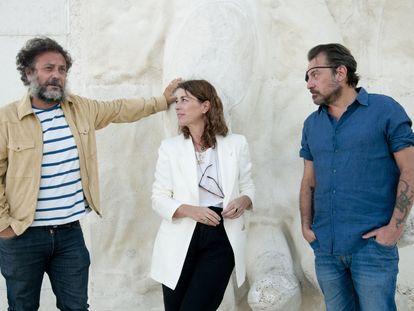 Enrique López Lavigne, Elsa Fernández-Santos y Ray Loriga. / Javier Segovia (Hay Festival Segovia).