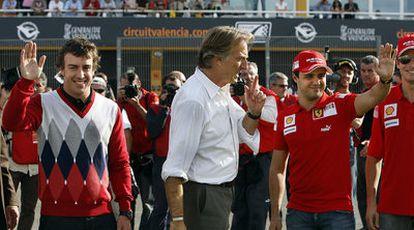 Fernando Alonso, Luca Cordero di Montezemolo y Felipe Massa (de izquierda a derecha), en Cheste en noviembre pasado.