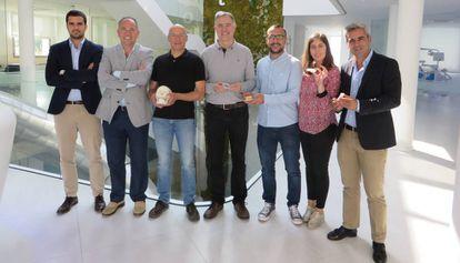El equipo que ha desarrollado la nueva férula que evita la apnea del sueño y los ronquidos