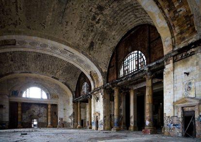 Interior de la Michigan Central Station abandona.