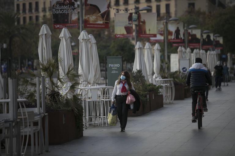 Terrazas de establecimientos cerrados a causa de las medidas restrictivas de la Generalitat.