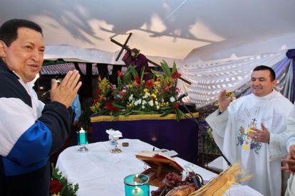 Hugo Chávez, durante la misa.