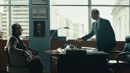 Stanley Tucci y Michael Keaton, en 'Worth'.