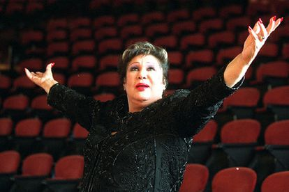 Olga Guillot, en el Palau de la Música de Barcelona en 2001.
