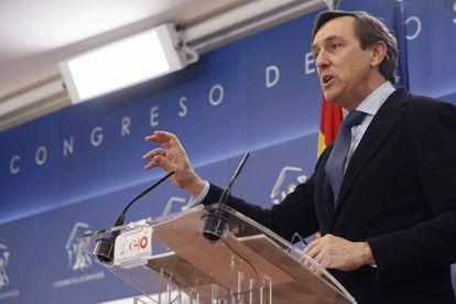 El portavoz del Grupo Popular en el Congreso, Rafael Hernando, en su comparecencia.
