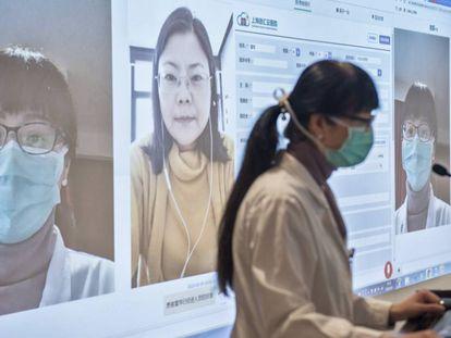 Sala de enfermeras a la que llegan los resultados de las pruebas que se realizan en remoto por todo el país.