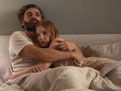Oscar Isaac y Jessica Chastain, en una escena de la nueva versión de 'Secretos de un matrimonio'.