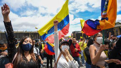 Una multitud protesta contra el Gobierno de Iván Duque, en la Plaza de Bolívar, en el centro de Bogotá, el pasado 12 de mayo.