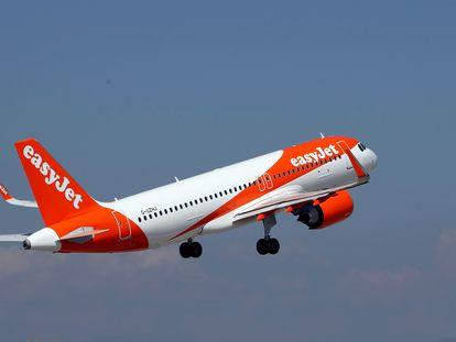 Un avión de Easyjet despega del aeropuerto de Niza (Francia) en mayo de 2018.
