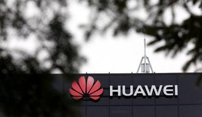 Logo de Huwei en la fachada de sus instalaciones en Ottawa, Canadá.