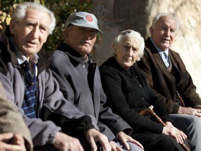 Vecinos de Olmeda de la Cuesta (Cuenca). EFE/Archivo
