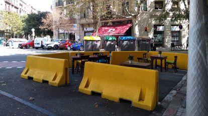 Terraza improvisada en el centro de Barcelona. Agosto 2020.