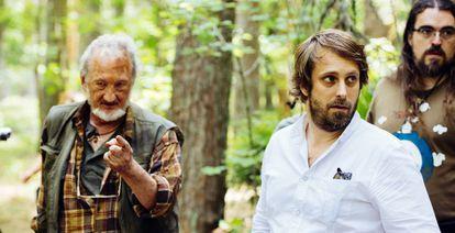 Robert Englund (izquierda) y Alexandre Aja, en el rodaje de 'Campfire Creepers'.