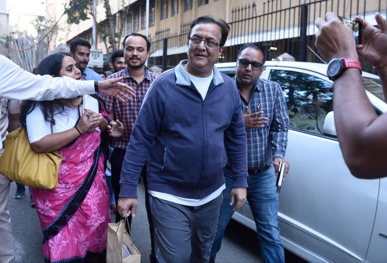Rana Kapoor, fundador de Yes Bank, camina por Bombay.