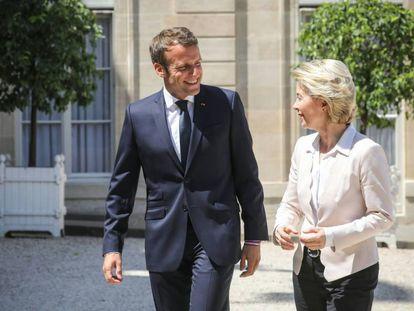 El presidente francés, Emmanuel Macron, recibe a la presidenta electa de la Comisión, Ursula von der Leyen, el 23 de julio en París.