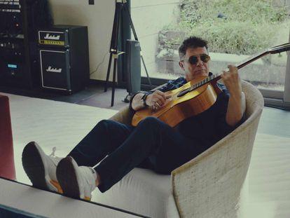 Alejandro Sanz, en una imagen del documental 'El mundo fuera' que se estrena este viernes en Movistar+.