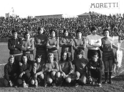 La selección española, en 1972. Victoria Hernández está de pie, la cuarta por la derecha.