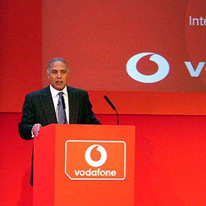 Arun Sarin, consejero delegado de Vodafone, en Newbury.