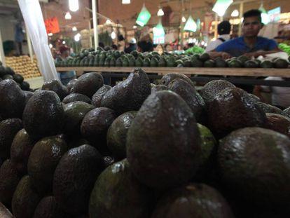 Aguacates en venta en un mercado de la Ciudad de México.