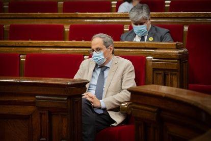 El presidente de la Generalitat, Quim Torra, con mascarilla, en el Parlament.