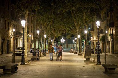 El paseo del Born de Barcelona, casi desierto la noche de este miércoles tras el toque de queda.