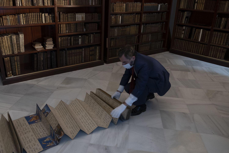 El ejemplar del manuscrito birmano presente en el fondo bibliotecario del Colegio Internacional de Sevilla San Francisco de Paula.