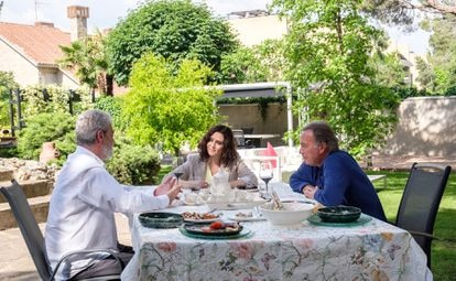 Miguel Ángel Rodríguez, Isabel Díaz Ayuso y Bertín Osborne, durante una entrevista en televisión.