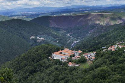 Monasterio de Santo Estevo de Ribas de Sil (Nogueira de Ramuín, Ourense) en la Ribeira Sacra, convertido en Parador Nacional.